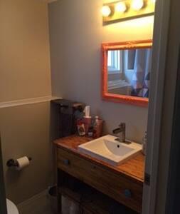 Cozy Private Bedroom and Bathoom - Hinton