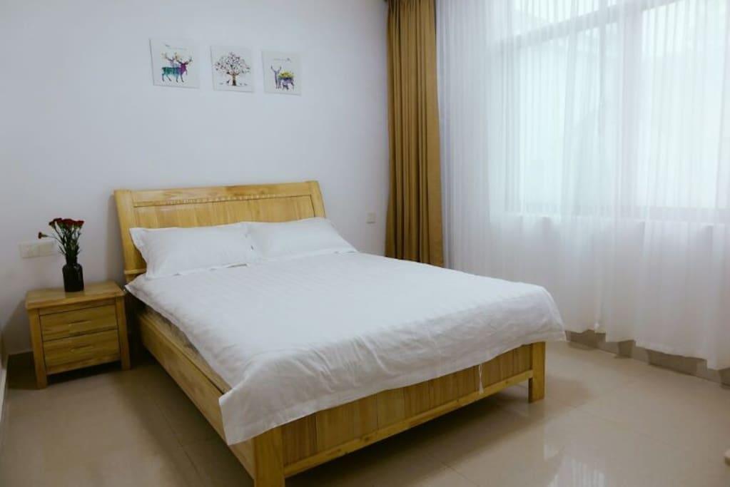 大床房,干净整洁,温馨舒适~