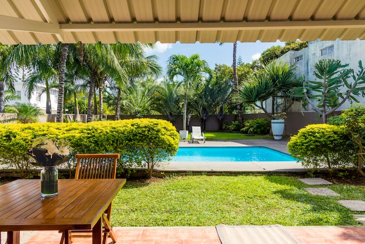 Pleasant apartment with pool, close to beach