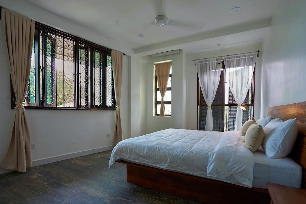 Room 1 - King bed