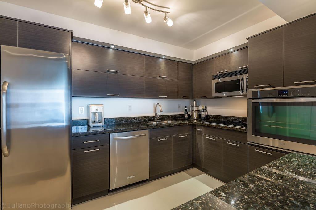 moderna y amplia cocina