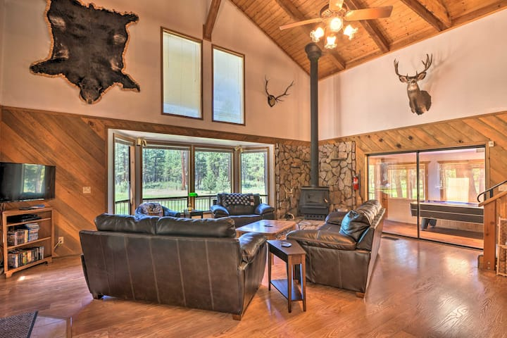 Chiloquin Home w/Fire Pit & Deck - By Crater Lake!