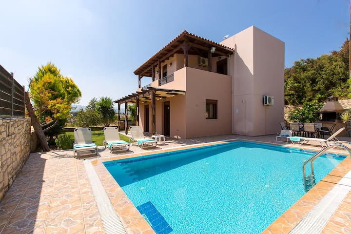 Roumeli villa with private pool !! - レシムノン