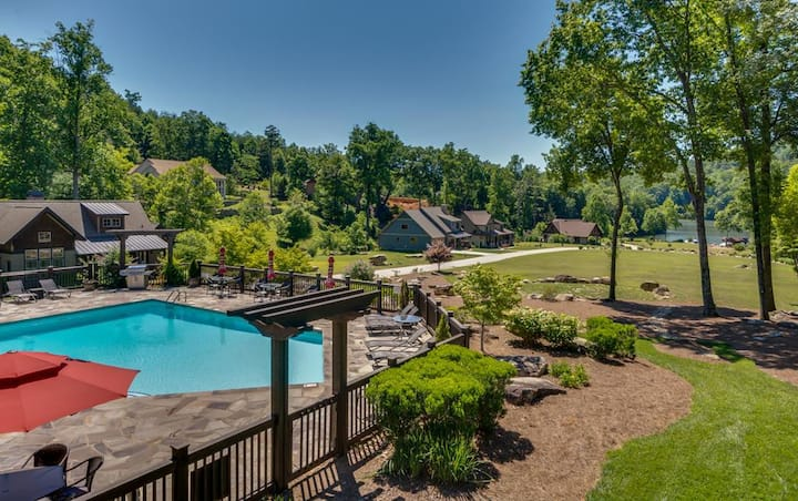 Firefly Retreat #202 | Premier Gated Community | Views Of Lake; pool, boats +
