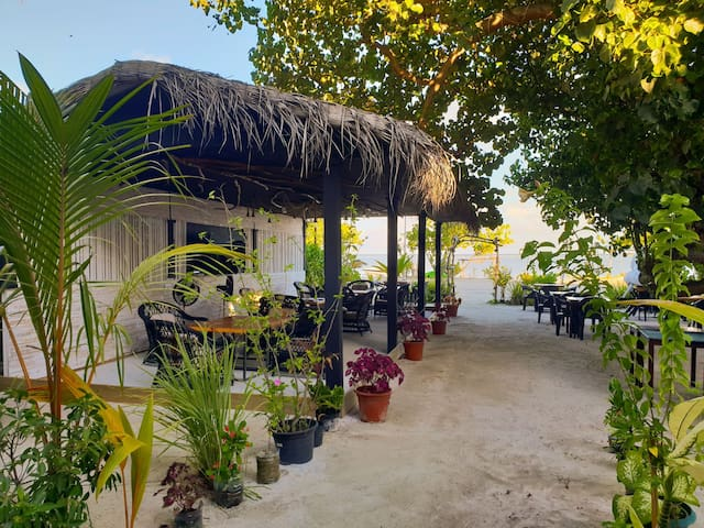 Tree House Maafushi Hotel & Restaurant - Maldives
