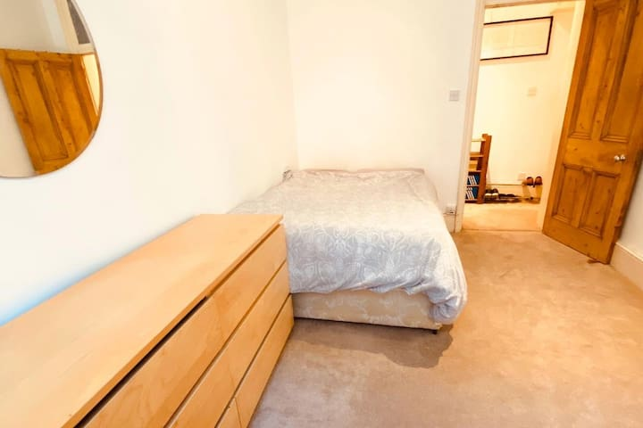 Well Located Room in Leicester Sq.