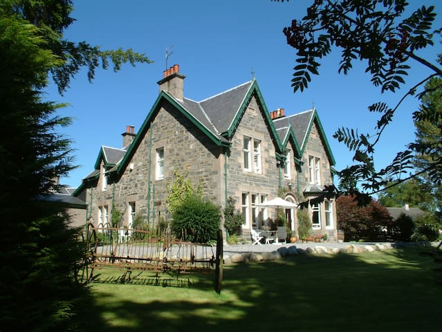 """Eagle"" four poster double room - Kingussie - Bed & Breakfast"
