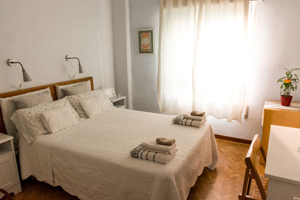 habitaci n celeste bed and breakfasts en alquiler en madrid comunidad de madrid espa a. Black Bedroom Furniture Sets. Home Design Ideas