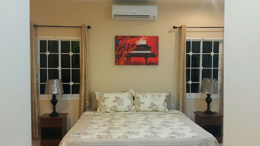 3br 4 bed heart of south apartment - San Fernando - Pis