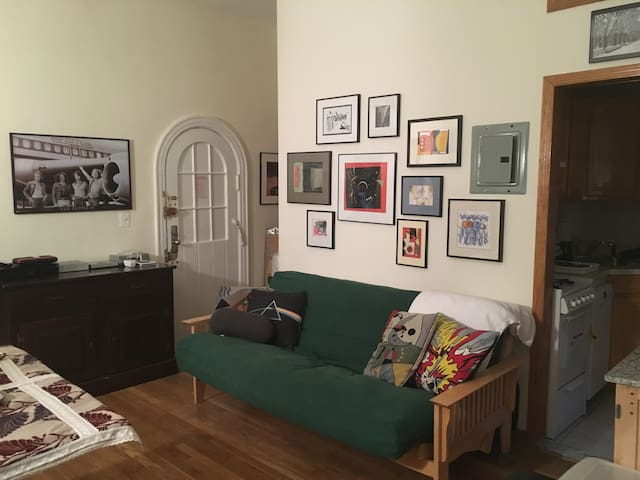 Charming one bedroom in best possible NYC location