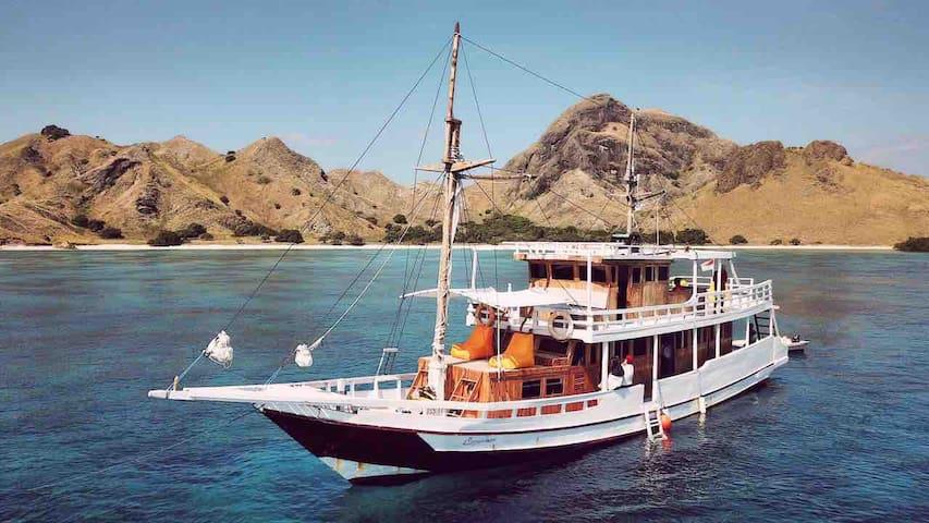 Carpediem Private Charter Boat to Komodo Island