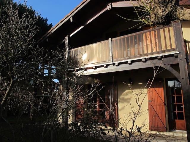 Grande maison au calme, proche mer et etangs - Tosse - Casa