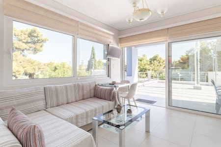 Studio near Athens airport and the sea.
