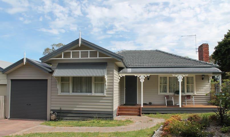 Suburban charm, great location  - Ringwood - House