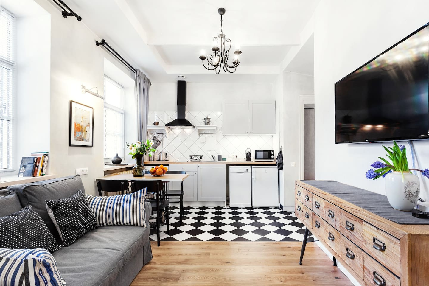 Spacious living room and kitchen reflecting Old Town atmosphere