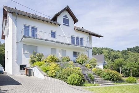 Spacious apartment w/ mountain view - Bacharach - Wohnung