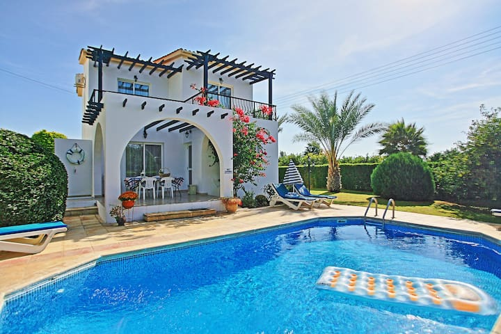 Lemon Grove Ena: Superb villa with pool, A/C