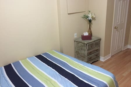 Private room and a bath in Mississauga - Mississauga - Hus