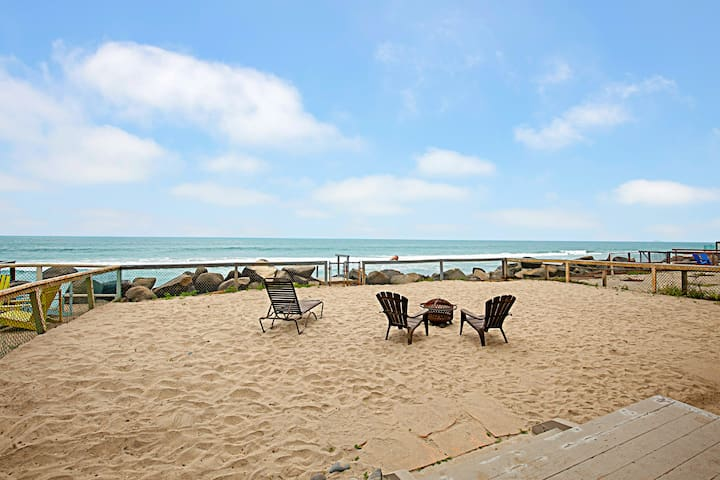 Immaculate Oceanfront Eden w/ Private Beach