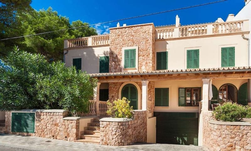 Centrally located with a rooftop terrace – Casa Sa Torre III