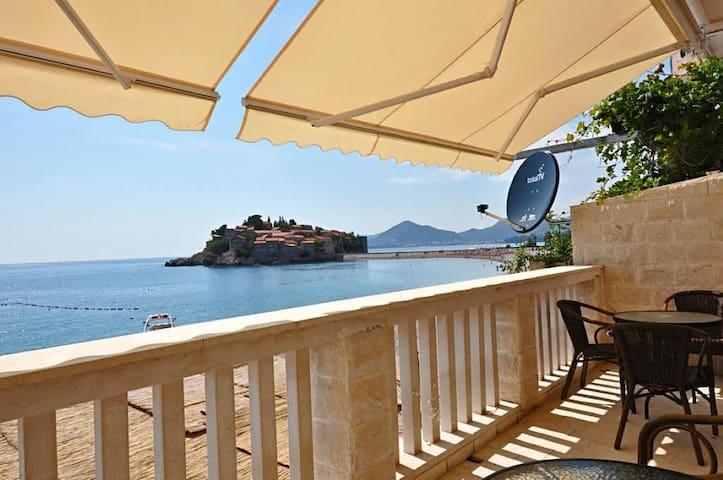 Waterfront luxury apartment - Sveti Stefan - Apartment