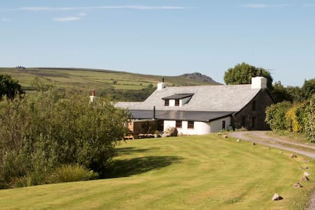 Pembrokeshire Coast National Park Farmhouse B & B - Pontfaen - Bed & Breakfast