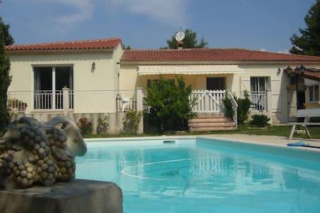 Studio cosy dans villa à la Couronne - Martigues