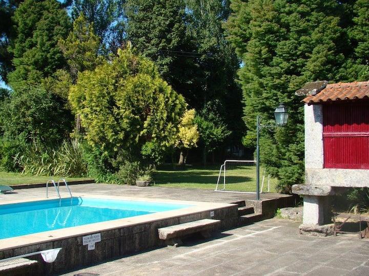 Manor House- 15 people,pool,snooker