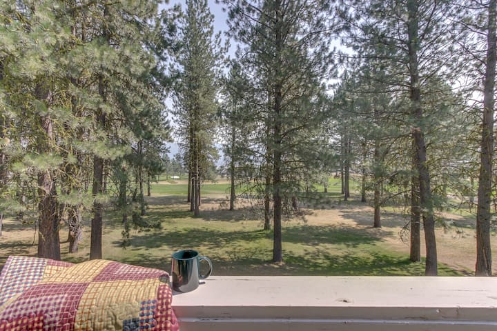 Dog-friendly condo w/ access to a shared pool, tennis courts, & golf
