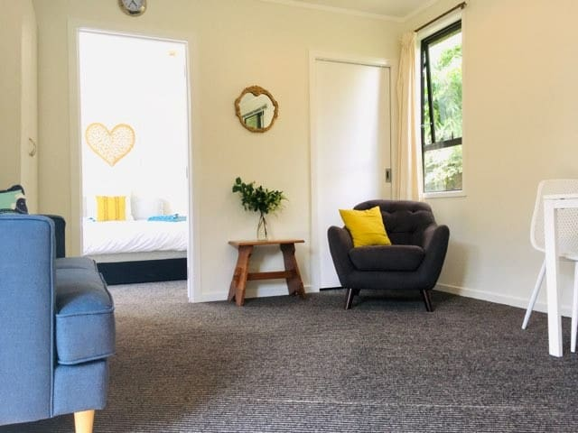 Fantail Cottage - Self-Contained, Private, Central