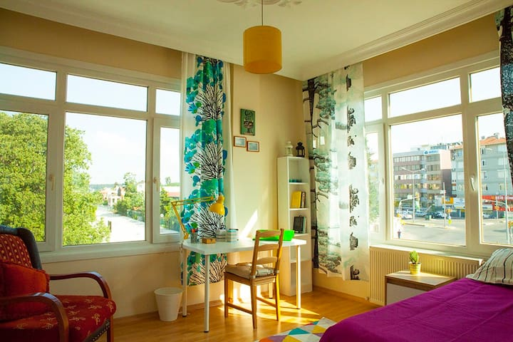 Large, sunny and comfortable room :)
