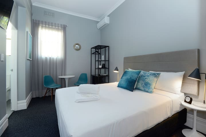 The Alison Randwick - Queen Room With Ensuite