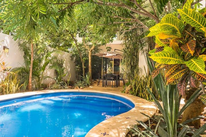 Villa Passiflora,Fun house&pool, Beach club access
