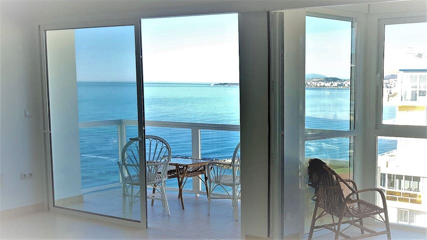 Beach front, perfect condition, 70 sqm, 10th floor