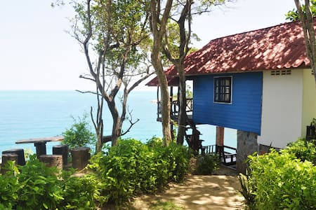 Front Row  Sea view Hut with fan -105