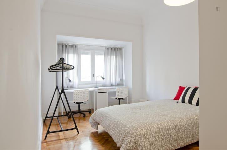 13 ★ Sunny Modern Room ★ City Center | Alameda