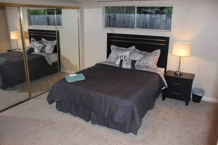Commuter Master Bedroom Cupertino near Apple - 1