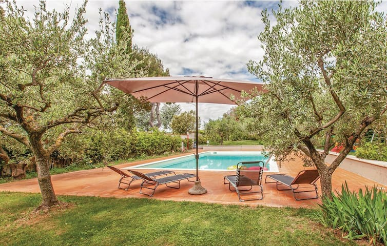 Villa panoramica con piscina a 2 km dalla spiaggia