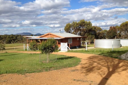 Gorgeous LOG CABIN with Stirling Range view. - Kendenup