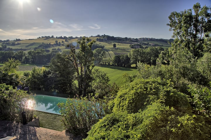 Beautiful countryside villa with a garden and seasonal shared pool!