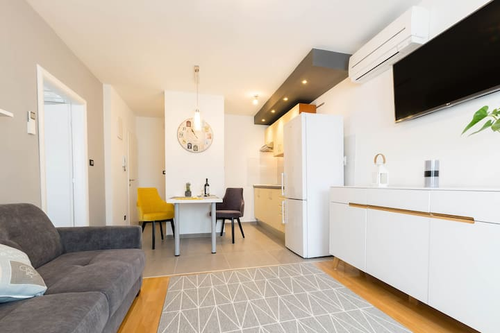 Good Things apartment, AC, Wifi, free parking