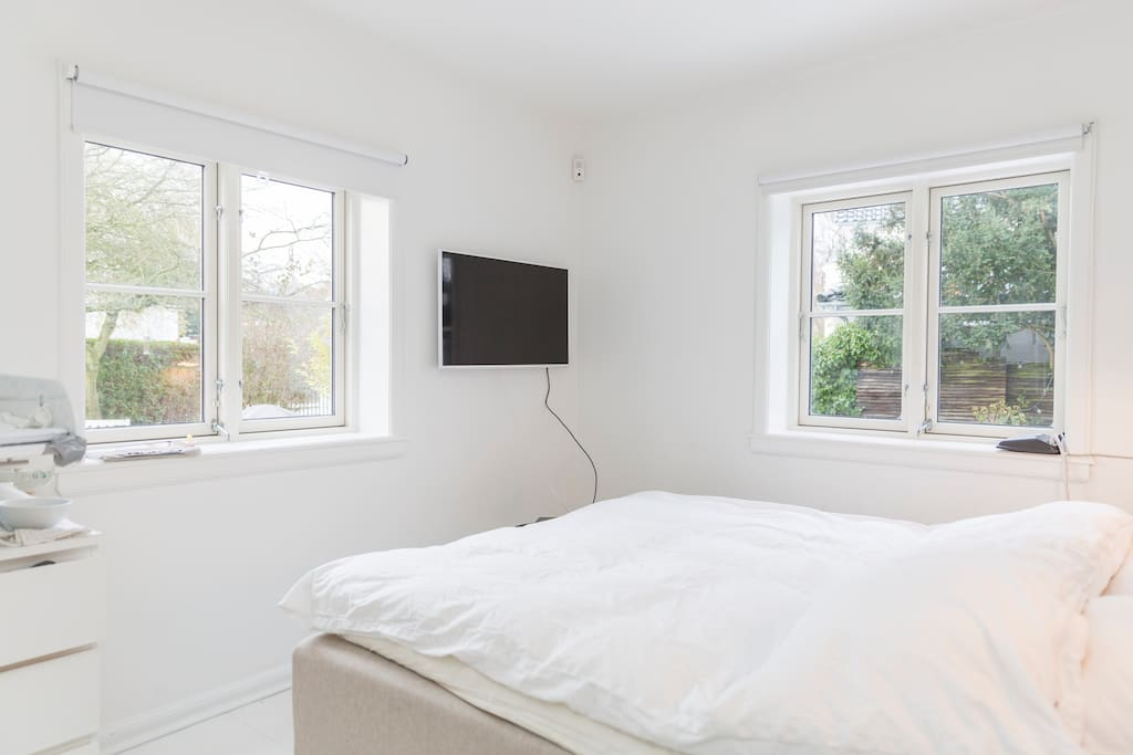 Master bedroom with garden view and seperate acces to bath and toilet