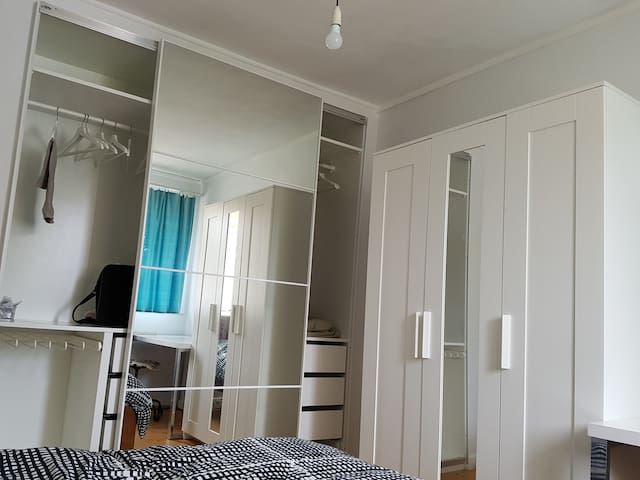 Charming room in a nice house close to city & ANU - Dickson - House