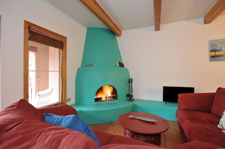 Colorful condo close to all - Santa Fe - Apto. en complejo residencial