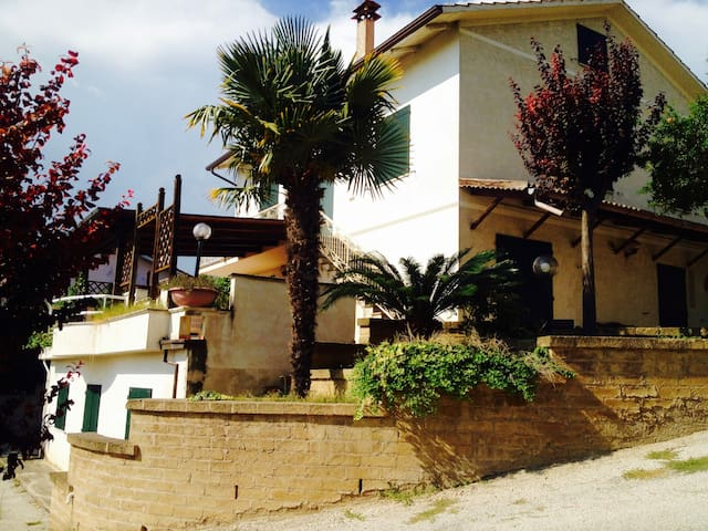 Casa tra le colline con vista panoramica - Civitanova Marche - Dům