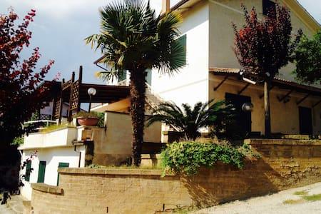 Casa tra le colline con vista panoramica - Civitanova Marche - Rumah
