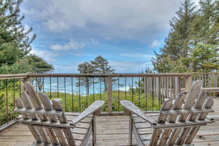 Stunning Ocean Views in Cove Beach!