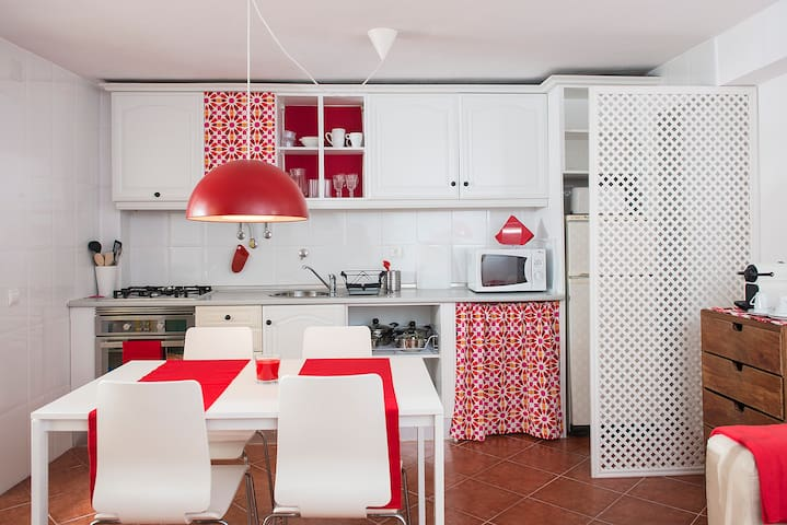 Nice house in Rato with patio (number 1) - Lisboa - Дом