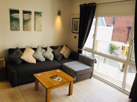 Newly Refurbished Garden Apartment with Balcony