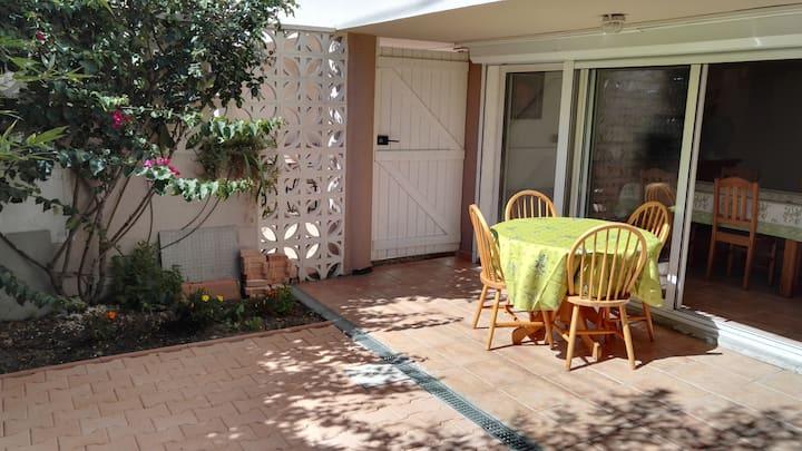 Appartement quartier résidentiel avec jardinet.